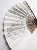 菊(横から) | 2020 | 扇子に鉛筆、墨、アクリル